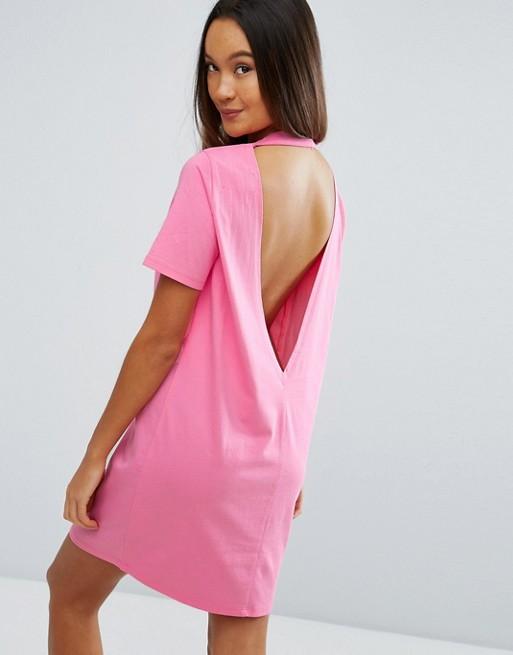 Платье-футболка с глубоким вырезом на спине   ASOS